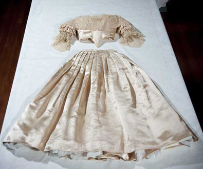 Royal wedding dress five royal wedding dresses for Used wedding dresses victoria bc